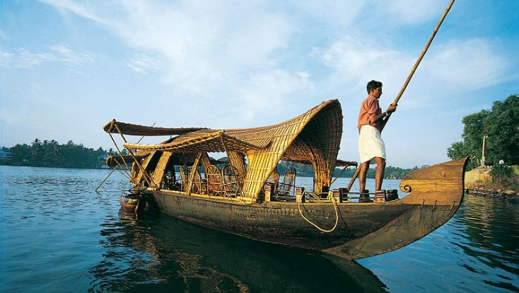 kerala attractions,boat ride,backwaters of kerala,south india tour
