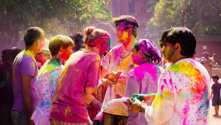 holi in hampi karnataka,hampi karnataka,holi celebration,india tailor made,tailor made holidays