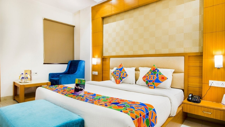 places to stay near delhi airport,budget accommodation near new delhi airport